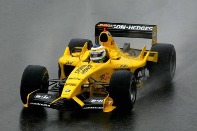 Giancarlo em ação na chuva de Interlagos em 2003: vitória épica