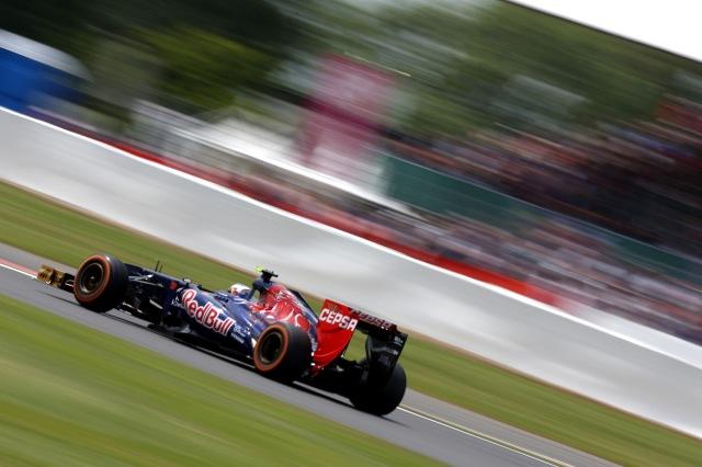 Com o safety car após o abandono de Vettel, Ricciardo ficou na pista: erro custou uma melhor posição no GP da Inglaterra