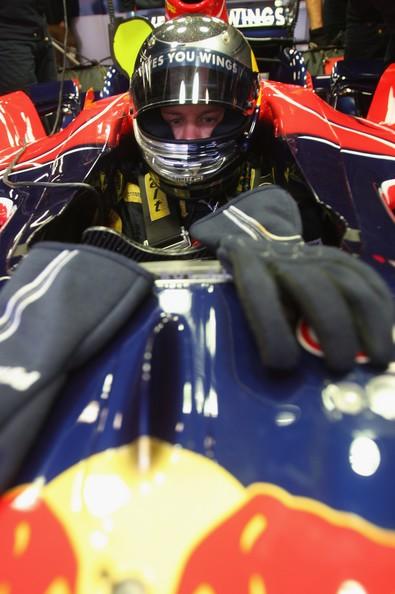 Sebastian foi punido nos treinos oficiais em Xangai por atrapalhar Heikki Kovalainen (Renault): vingança na corrida