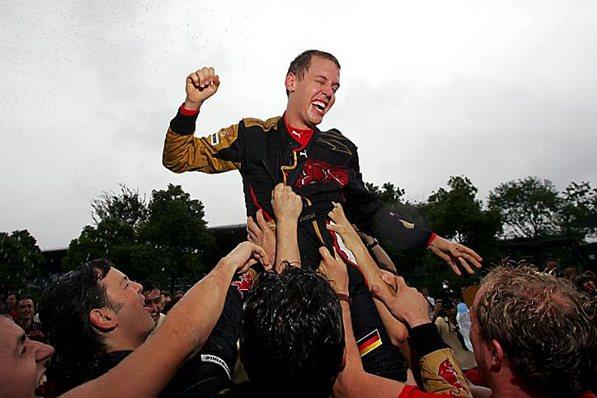 Vettel deu show em Xangai, ao levar a Toro Rosso ao quarto lugar no GP da China