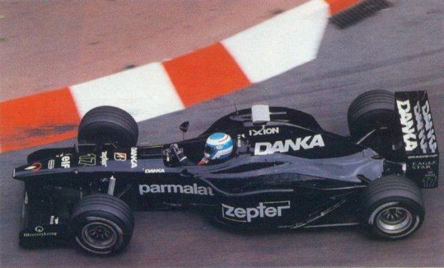 Salo assumiu o quarto lugar após a parada de box de Jean Alesi (Sauber)