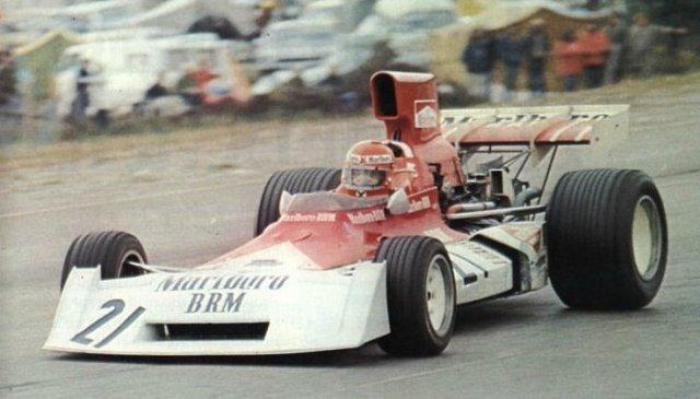 A fim de mostrar serviço, Niki Lauda pisou fundo e liderou um GP pela primeira vez na carreira