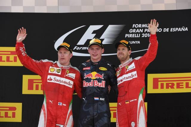 Pódio de Montmeló: Max, entre Raikkonen (que correu com seu pai, Jos) e Vettel (que o 'colocou' na Red Bull)